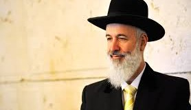Chief Rabbi Metzger suspected of bribery, fraud; police raid home